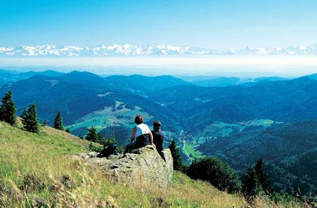 Schwarzwald - Belchen - Blick auf die Alpenkette im Süden Copyright © Belchenland Tourismus